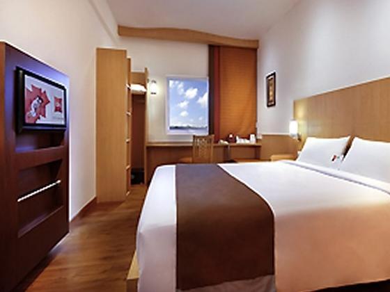 酒店是雅高集团在巴厘岛又一家精品酒店,2012年3月新开业地处南湾海边